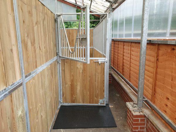 Internal stables V bar door