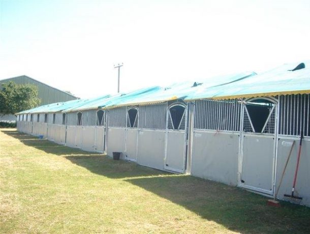 Starbox temporary horse stables with V door
