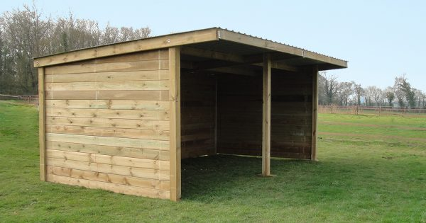 Timber field shelter